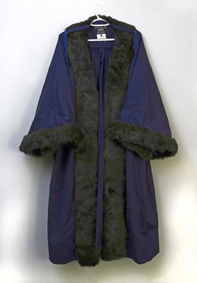 Mayoral robe